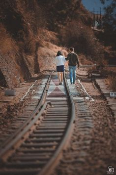 Tag your love 💖 🔛Turn on post notifications for more updates. Best Couple Pictures, Couple Picture Poses, Couple Photoshoot Poses, Couple Shoot, Photoshoot Ideas, Pre Wedding Shoot Ideas, Pre Wedding Poses, Pre Wedding Photoshoot, Wedding Pics
