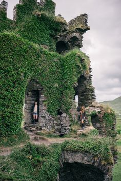 The Ring of Kerry - Visiting castle ruins #Ireland #ringofkerry #irelandvacationpackages