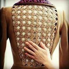 leather caning/ designer could be Balmain Tissu Neoprene, Textile Manipulation, Motifs Textiles, Fashion Art, Fashion Design, Leather Craft, Leather Weaving, Basket Weaving, Fashion Details