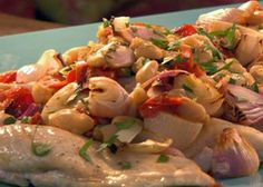 Chicken with roasted shallots, tomatoes and white beans get recipes in https://www.facebook.com/anaboliccookingreviews
