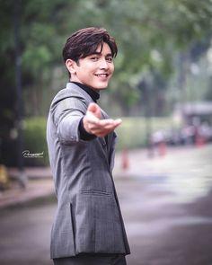 Bad Girl Wallpaper, Most Handsome Actors, Watch Korean Drama, Cute Love Couple, Ulzzang Couple, Boy Pictures, Videos Online, Blackpink Photos, Cute Couples Goals