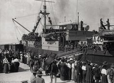 Clan MacGillivray troopship A46 at Pinkenba Wharf, c.1916:Family members are farewelling ...