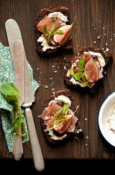 Food | Nourriture | 食べ物 | еда | Comida | Cibo | Art | Photography | Still Life | Colors | Textures | Fig Goat Cheese Tartines