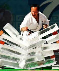 rozbijanie bloków lodu