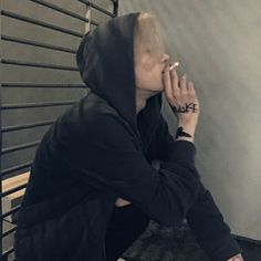 I feel like i need some smoking rn but my family is home. Boys Korean, Korean Boys Ulzzang, Ulzzang Couple, Ulzzang Boy, Asian Boys, Beautiful Boys, Pretty Boys, Tumbrl Boy, Cute Emo Boys