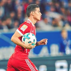 ¡Bienvenido a la Bundesliga, James! Ahora...¡a por el primer partido de @uefachampionsleague con el Bayern! #James #FCBayern #MiaSanMia #packmas #UCL #FCBRSCA