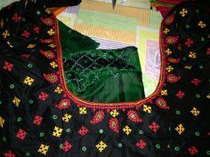 Hand Work Blouse Design, Hand Work Design, Blouse Back Neck Designs, Kurta Designs, Saree Blouse Designs, Blouse Styles, Black Saree Blouse, Kutch Work Designs, Mirror Work Blouse
