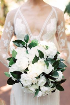 all white peony bouquet | Photography: Jana Williams