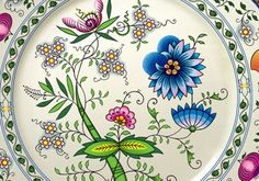 "Classic pattern of Czech porcelain, known as ""cibulák"""