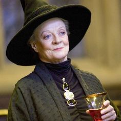 In celebration of Minerva McGonagall's birthday on October we're taking a look at the half-blood witch who was both Hogwarts Professor and Headmistress. Harry Potter Quiz, Harry Potter Face, Harry Potter Icons, Harry Potter Characters, Hogwarts Professors, Oliver Wood, Maggie Smith, Wattpad, Harry Potter Birthday