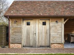 Covered terrace with garden shed Zingem - Realizations - Covered terrace with garden shed Zingem – Realizations - He Shed She Shed, Garage Building Plans, Oak Cladding, Car Shed, Carriage House Garage, Pool House Plans, Rustic Home Design, Garage Apartments, Garden Studio