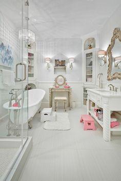 Shabby Chic Badezimmer liebevoll aufgearbeitete antike badmöbel im landhaus vintage und