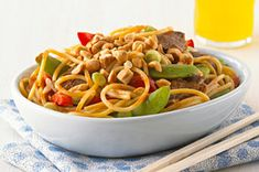 Asian Peanut Beef Noodles for Two – Toss snap peas and peppers with juicy steak, noodles and a peanut sauce for a delicious Healthy Living recipe that's perfect for Valentine's Day dinner. Asian Recipes, Beef Recipes, Cooking Recipes, Skillet Recipes, What's Cooking, Yummy Recipes, Kraft Recipes, Kraft Foods, Beef And Noodles