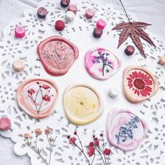 Crafts To Make And Sell, Diy Crafts For Kids, Diy Wax, Pen Pal Letters, Cheap Wedding Invitations, Thanksgiving, Wax Seal Stamp, Paper Flowers Diy, Dried Flowers