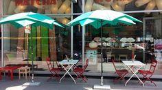 Ich glaube, das Matcha Komachi in der Operngasse ist mein neues Lieblingsrestaurant. Das entzückende kleine Lokal verströmt einen typisch japanischen Flair. Überall stehen und hängen liebliche traditionelle Kleinigkeiten, die eine heimelige Wohlfühlatmosphäre schaffen. Wie der Name schon sagt, dreht sich hier alles um Matcha. Neben dem tradidionellen Matcha Latte, der in heißer und kalter Version …