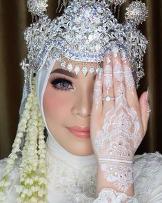 20 Superb Wedding Dresses Fit And Flare White Henna Tattoo, Gold Henna, Henna Mehndi, Henna Art, Wedding Henna, Wedding Hijab, Wedding Makeup, Wedding Dresses, Bridal Henna Designs