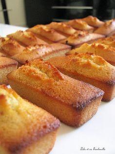 Financiers à la vanille Lolo et sa Tambouille of butter of almond powder of icing sugar of flour 5 egg whites 1 sachet of powdered vanilla extract Financier Cake, Financier Recipe, Biscuit Cookies, Cupcake Cookies, Tea Cakes, Mini Cakes, Baking Recipes, Dessert Recipes, Cupcake Recipes