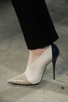 Zapatos de mujer - Womens Shoes - Narciso Rodriguez Fall 2013 - womens discount dress shoes, womens athletic shoes, shop for womens shoes online Fab Shoes, Pretty Shoes, Crazy Shoes, Beautiful Shoes, Cute Shoes, Me Too Shoes, Shoes Heels, Beautiful Life, Dress Shoes
