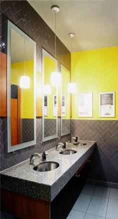 Rénovations des salles de bains du restaurant Tuscanos. Céramique murale posée en chevron Architecture, Decoration, Chevron, Sink, Commercial, Restaurant, Home Decor, Bespoke Furniture, Arquitetura
