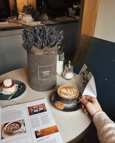 Coffee Shop Aesthetic, Aesthetic Food, Latte Art, Best Coffee Shop, Coffee Photos, Coffee And Books, Morning Breakfast, But First Coffee, Coffee Cafe
