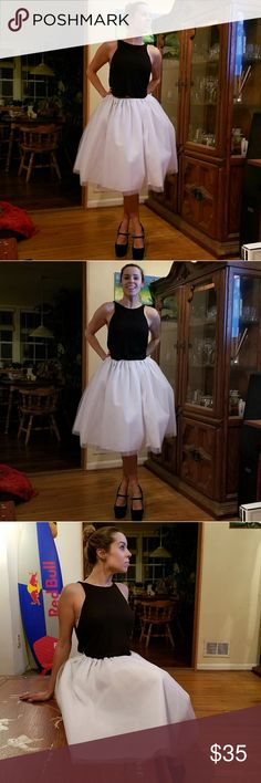 White tulle skirt ❤❤ Beautiful white tulle skirt, nice and full, NWOT, says L but fits size 4-6. Looks amazing with so many tops! Shoes also for sale, check other listings in my closet! Skirts