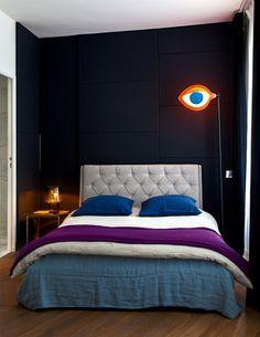Une chambre minimaliste aux tons neutres