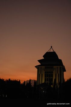 sunset behind the unibraw malang