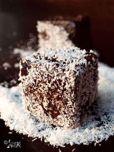 prajitura,cocos Romanian Desserts, Russian Desserts, Romanian Food, Romanian Recipes, Yummy Treats, Delicious Desserts, Wedding Desserts, Desert Recipes, Cake Cookies