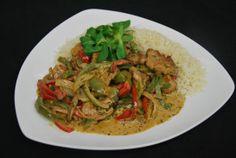 """Paprika-Rahmgeschnetzelte vom Schweinefilet, serviert mit einer """"ordentlichen Portion"""" Reis für 13,10€."""