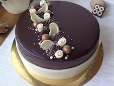 Chocolate Cake Designs, Tasty Chocolate Cake, Mini Chocolate Chips, Easy Desserts, Delicious Desserts, Buttercream Cake Designs, Christmas Cake Designs, Pastry Design, Naked Cakes