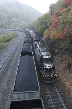 U can never have too much coal! Railroad Photography, Landscape Photography, Old Trains, Vintage Trains, Southern Railways, Bonde, Norfolk Southern, Train Pictures, Train Engines
