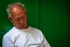 People faces in Hong Kong | Sleeping man in Flower Market Street