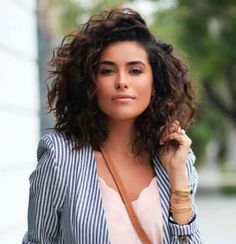Bob Hairstyles 2018 - Short Hairstyles for Women : Latest Curly Bob Hairstyles and Cuts Bob Haircut Curly, Curly Hair Cuts, Short Curly Hair, Wavy Hair, Short Hair Cuts, New Hair, Short Hair Styles, Thick Hair, Curls For Short Hair