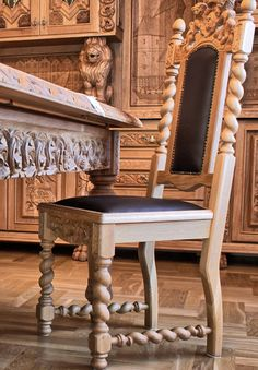 Meble do biura - krzesła skórzane z koroną rzeźbioną - MebS