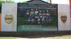Arte callejero en La Boca...Argentina Messi Gif, Wall Murals, Baseball Cards, America's Cup, Street Football, Funny, Argentina, Wallpaper Murals, Murals