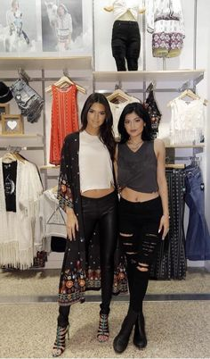 """PacSun: """"Our favorite duo @KendallJenner & @KylieJenner at today's meet & greet in Dallas! #kandk4pacsun"""""""