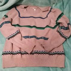 Striped Old navy sweater! The perfect sweater for the colder weather coming! It's in excellent condition. Reasonable offers will be considered :) Old Navy Sweaters