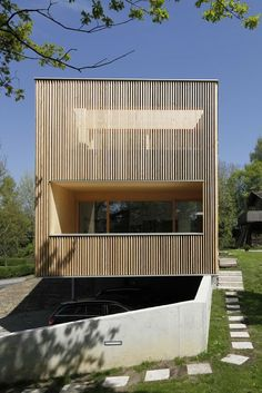 House J-T, Hörbranz, Austria by: Juri Troy Architects Houses Architecture, Residential Architecture, Amazing Architecture, Contemporary Architecture, Architecture Design, Timber Battens, Timber Cladding, Arch House, Facade House