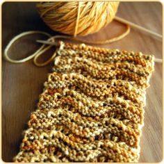 A good beginning knitting project for me to try. Great free scarf pattern