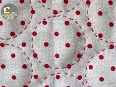 Hoy os quiero contar como acolcho yo a mano superficies pequeñas, concretamente, éste es el exterior de un neceser de cuatro cremallera... Fabric Manipulation, Quilting Designs, Patches, Quilts, Blanket, Sewing, Diy, Accessories, Advent