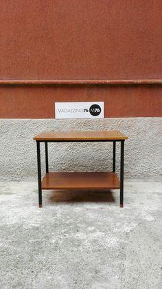 Semplice ed essenziale il tavolino da caffe in teak e ferro con puntali in teak. Zampe a sezione quadrata e due ripiani Anni 60 Misura 50x40x55h #magazzino76 #viapadova #Milano #nolo #viapadova76 #M76 #modernariato #vintage #industrialdesign #industrial #industriale #furnituredesign #furniture #mobili #teak #design #modernfurniture #antik #antiquariato  #divani #tavolino #anni60 #coffeetable #essenziale