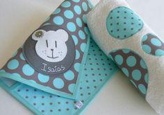 Set para bebé: funda cartilla + toalla / punt a punt - Artesanio