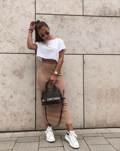 45 Cute Crop Tops Every Girl Should Own in 2019 – Summer outfits Cute Casual Outfits, Stylish Outfits, Summer Outfits, Jogging Outfit Summer, Stylish Dresses, Casual Chic, Look Fashion, Girl Fashion, Fashion Outfits