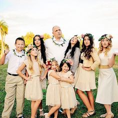 Family poses, large family photography, flower crowns, dressy photos. Poses for large groups