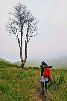 when you feel alone..   Mt.Prau 2565 mdpl, 2 May 2015.