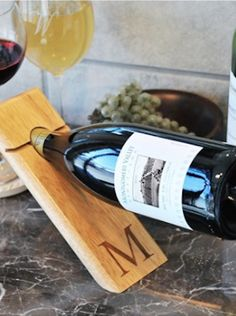 cool counter balance wine bottle holderhttp://rstyle.me/n/uq7nrr9te