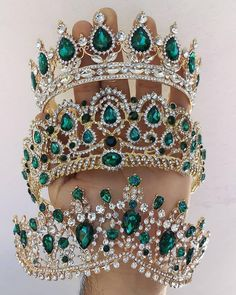 Uploaded by ℓυηα мι αηgєℓ ♡. Find images and videos on We Heart It - the app to get lost in what you love. Royal Jewelry, Cute Jewelry, Hair Jewelry, Jewelry Accessories, Crystal Crown, Tiaras And Crowns, Royal Tiaras, Fantasy Jewelry, Jewelery