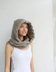 Latteo marrone lana Hooded cablati lunga sciarpa di denizgunes