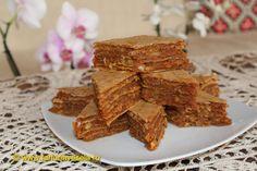 Farfuria vesela: Prajitura cu foi de napolitane Desserts With Biscuits, Romanian Food, Cereal, Sweets, Snacks, Cookies, Breakfast, Party, Mai