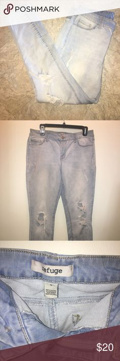 REFUGE JEANS! Beautiful pair of refuge jeans, worn once, perfect condition, Inseam, '29, waist '32, waist to bottom '38 refuge Jeans Skinny